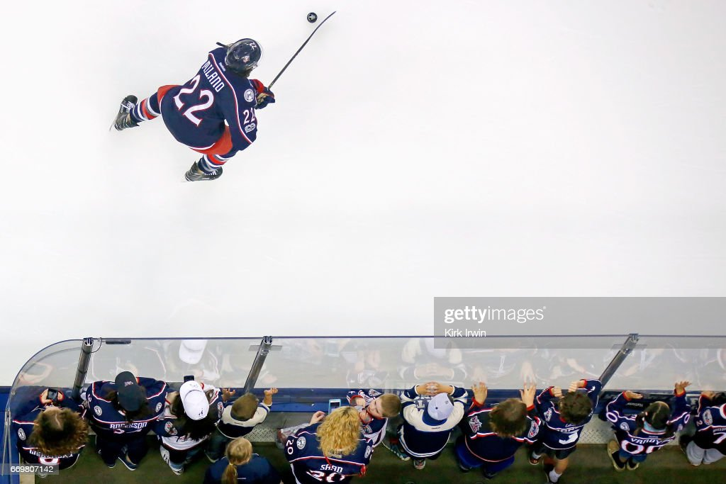 Pittsburgh Penguins v Columbus Blue Jackets - Game Three : News Photo