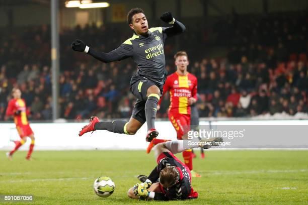 Sonny Stevens of Go Ahead Eagles Donyell Malen of PSV U23 during the Dutch Jupiler League match between Go Ahead Eagles v PSV U23 at the De...