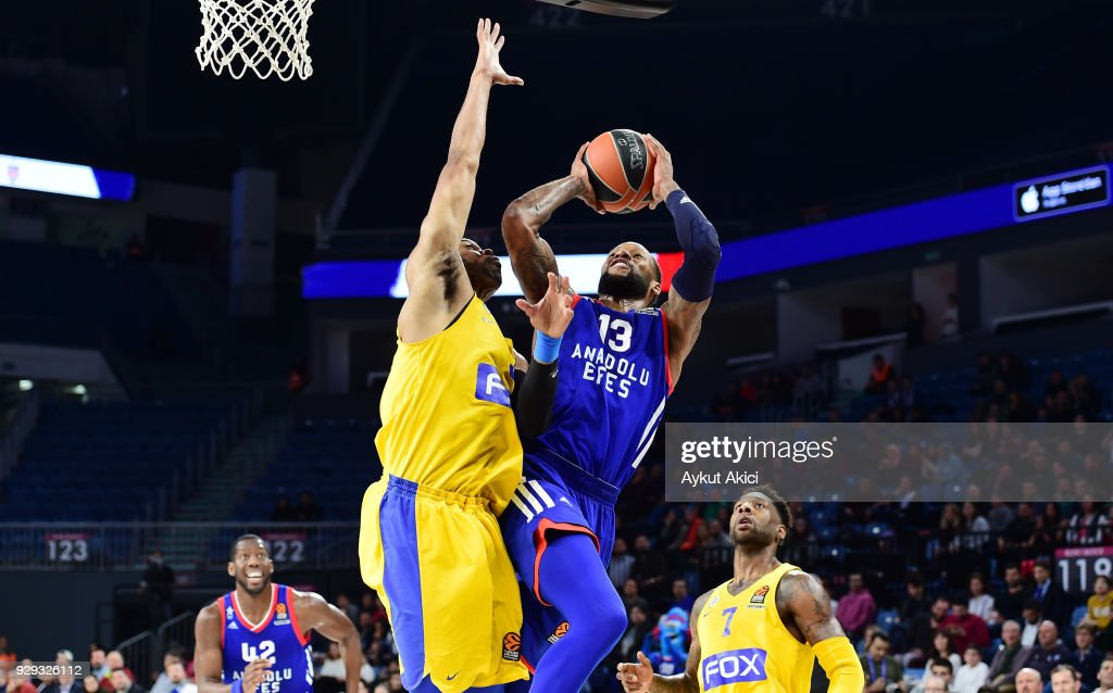 Sonny Weems, #13 of Anadolu Efes Istanbul in action during the 2017/2018 Turkish Airlines EuroLeague Regular Season Round 25 game between Anadolu Efes Istanbul and Maccabi Fox Tel Aviv at Sinan Erdem Dome on March 8, 2018 in Istanbul, Turkey.