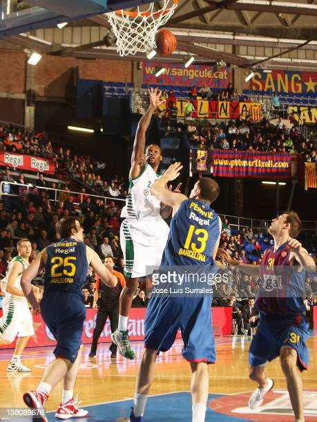 Sonny Weems #24 of Zalgiris Kaunas in action during the 20112012 Turkish Airlines Euroleague TOP 16 Game Day 3 between FC Barcelona Regal and...