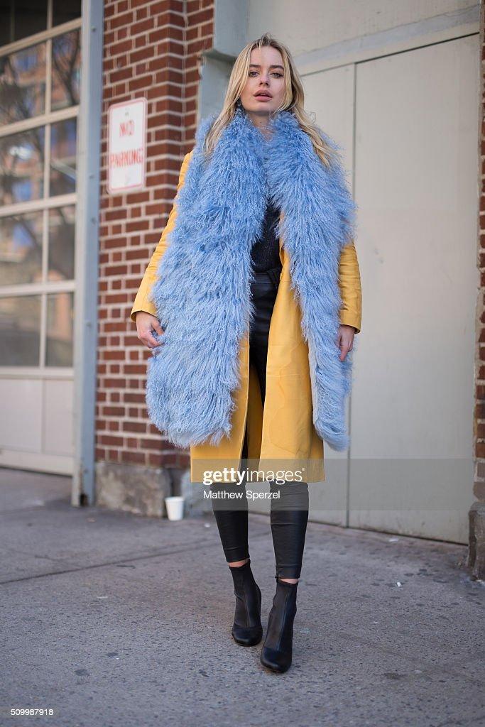 Street Style - Day 3 - New York Fashion Week: Women's Fall/Winter 2016 : News Photo