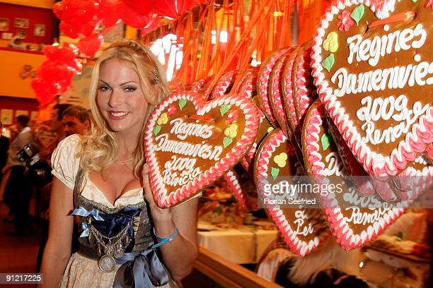 Sonya Kraus attends 'Regines Damenwiesn' at Hippodrom at the Theresienwiese on September 28 2009 in Munich Germany Oktoberfest is the world's largest...
