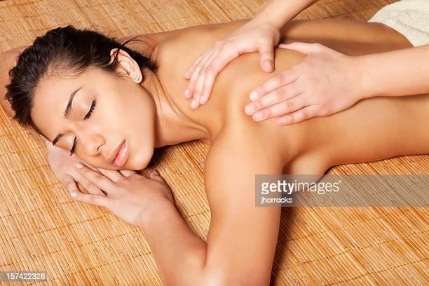 massaggio rilassante - massaggio sensuale foto e immagini stock