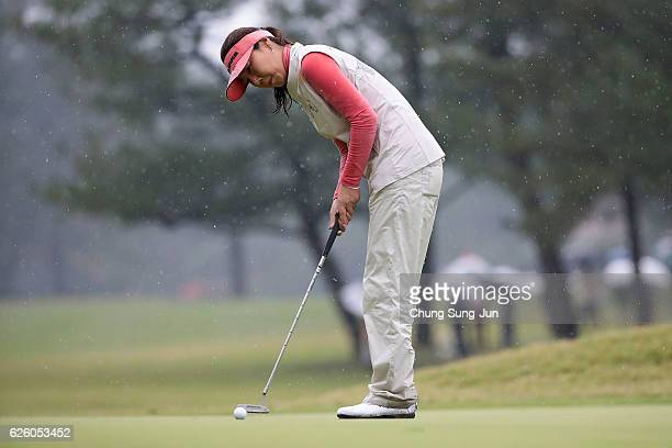 Soo-Yun Kang of South Korea plays a putt on the 15th green during the final round of the LPGA Tour Championship Ricoh Cup 2016 at the Miyazaki...