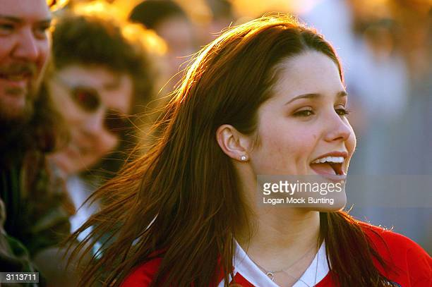 Sophia Bush star of 'One Tree Hill' cheers for her team during the charity football game on March 19 2004 in Wilmington North Carolina The cast and...