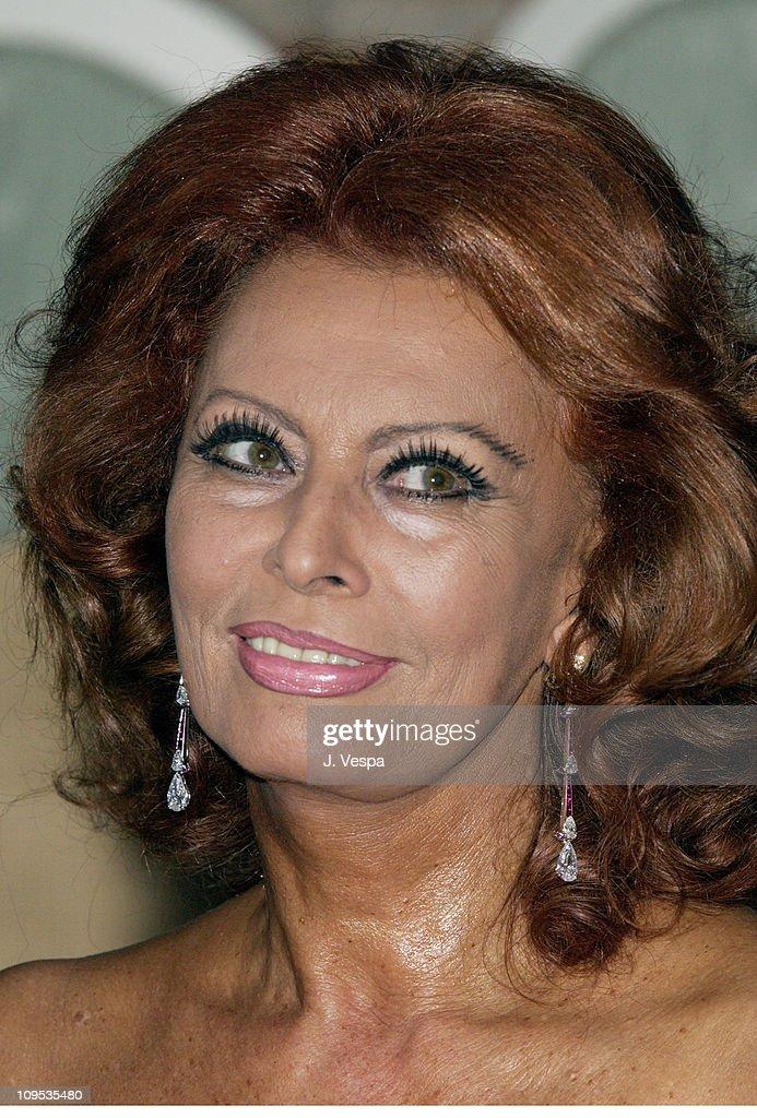 2002 Venice Film Festival - Sophia Loren Receives the Primo Bianchi Award