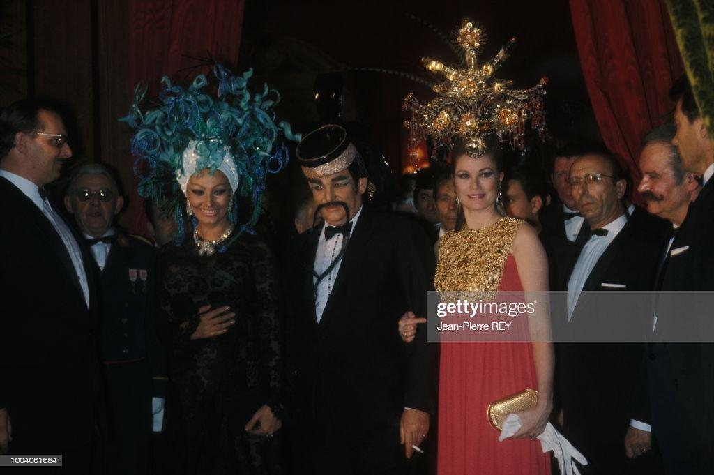 Sophia Loren à un bal masqué : News Photo