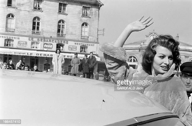Sophia Loren Promotes Her Films France 24 mars 1959 l'actrice italienne Sophia LOREN fait sensation lors de la tournée qu'elle effectue pour...