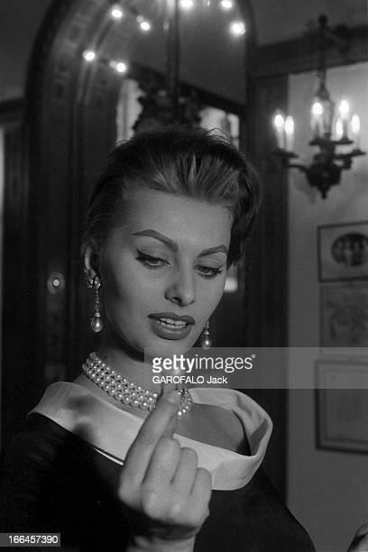 Sophia Loren Promotes Her Films. France, Paris, 24 mars 1959, l'actrice italienne Sophia LOREN fait sensation lors de la tournée qu'elle effectue...