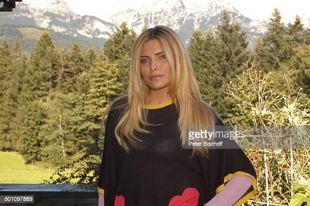 "Sophia Thomalla , ZDF-Serie ""Der Bergdoktor"", 5. Staffel, Ellmau, Tirol, Österreich, Europa, Dreharbeiten, Berge, Wald, Schauspielerin, Promi AB,..."