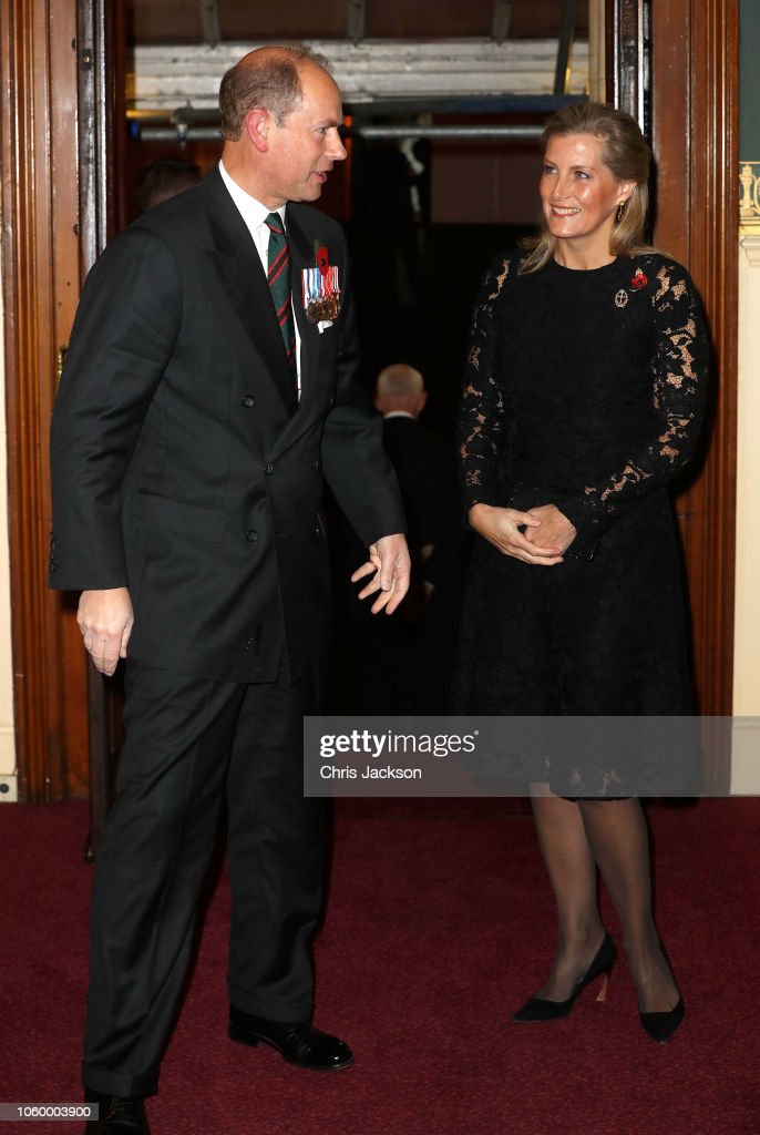CASA REAL BRITÁNICA - Página 79 Sophie-countess-of-wessex-and-prince-edward-earl-of-wessex-attend-the-picture-id1060003900