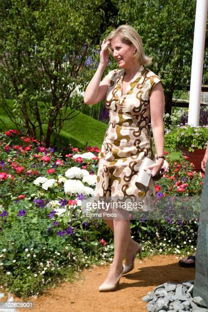 Sophie Countess of Wessex attends the press preview at the Hampton Court Palace Flower Show at Hampton Court Palace on July 5 2010 in East Molesey...