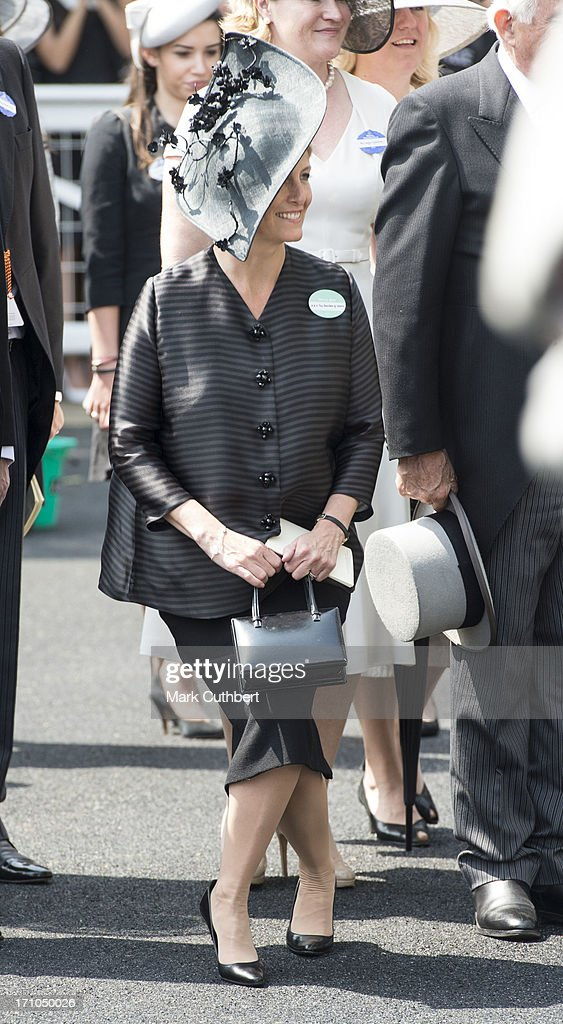 Sophie, Countess of Wessex curtseys as The Queen arrives on Day 4 of Royal Ascot at Ascot Racecourse on June 21, 2013 in Ascot, England.