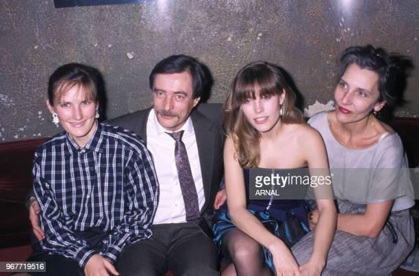 Sophie Duez en famille lors d'une soirée au palace à Paris le 25 mars 1988 France