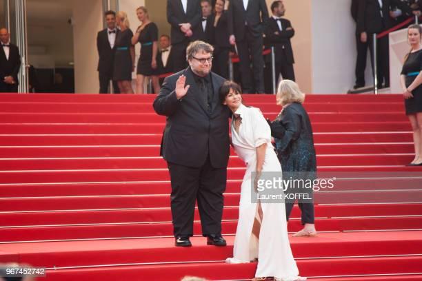 Sophie Marceau et Guillermo del Toro lors de la montée des marches pour la première du film 'Mad Max Fury Road' durant le 68eme Festival du Film au...