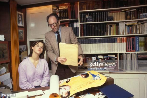 Sophie Marceau et le metteur en scène Claude Pinoteau lors du tournage du film' La Boum 2' en avril 1982 à Paris France