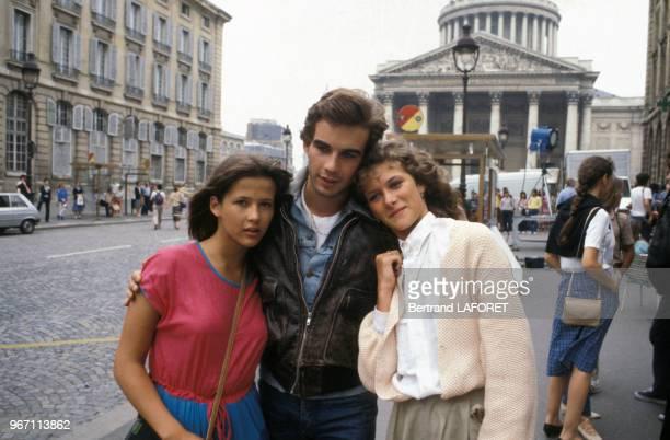 Sophie Marceau et Pierre Cosso lors du tournage du film 'La Boum 2' réalisé par Claude Pinoteau le 22 juillet 1982 à Paris France