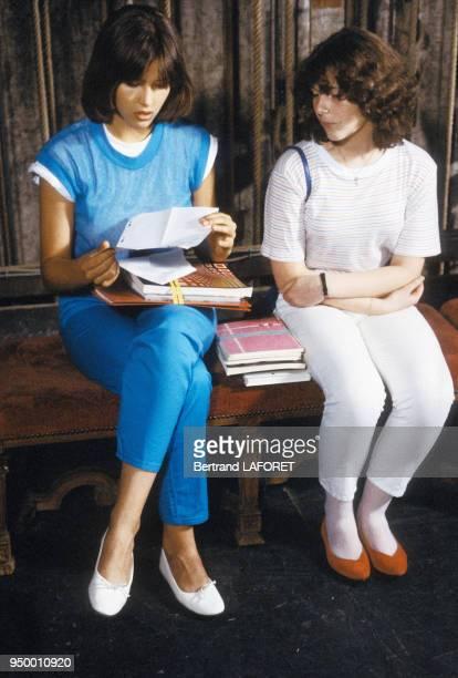 Sophie Marceau et Sheila O'Connor tournent 'La Boum II' en juillet 1982 France