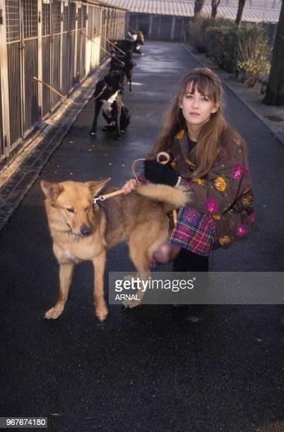 Sophie Marceau marraine de Noël de la Société Protectrice des Animaux le 28 novembre 1991 à Paris France