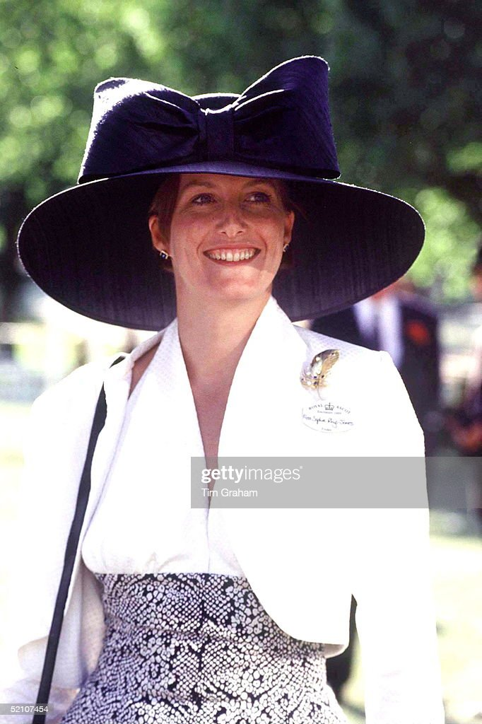 Sophie Ascot Hat : News Photo