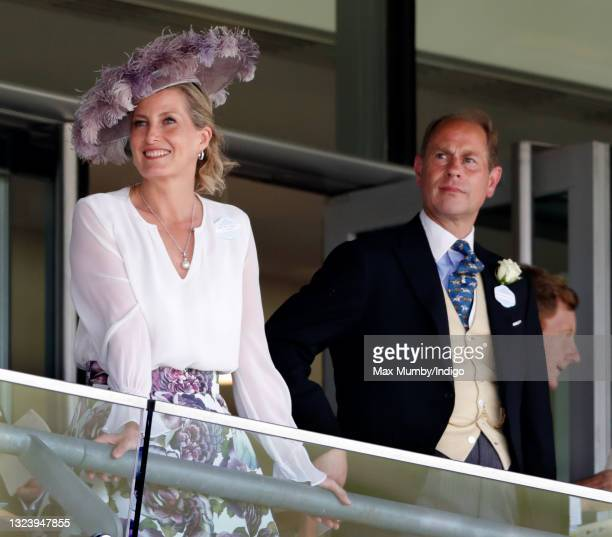 Sophie Rhys-Jones - Countess of Wessex and Prince Edward, Earl of Wessex watch the racing as they attend day 2 of Royal Ascot at Ascot Racecourse on...