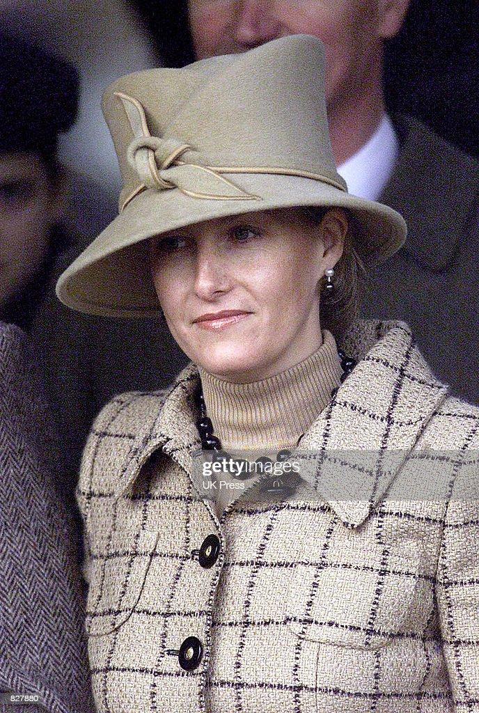 British Royals Attend Christmas Morning Service : Fotografía de noticias