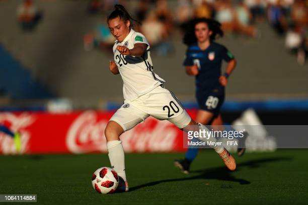 Sophie Weidauer of Germany makes a pass during the FIFA U-17 Women's World Cup Uruguay 2018 group C match between Germany and USA at Estadio Charrua...