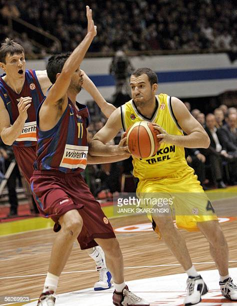 Gregor Fucka and Juan Carlos Navarro of Wintherthur FC Barcelona fight with Istvan Nemeth of Prokom Trefl Sopot during a Euroleague basketball match...