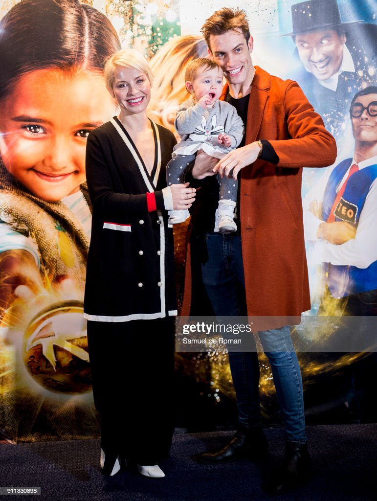 Soraya Arnelas and Miguel Herrera attend the 'La Bola Dorada' Madrid Premiere on January 28, 2018 in Madrid, Spain.
