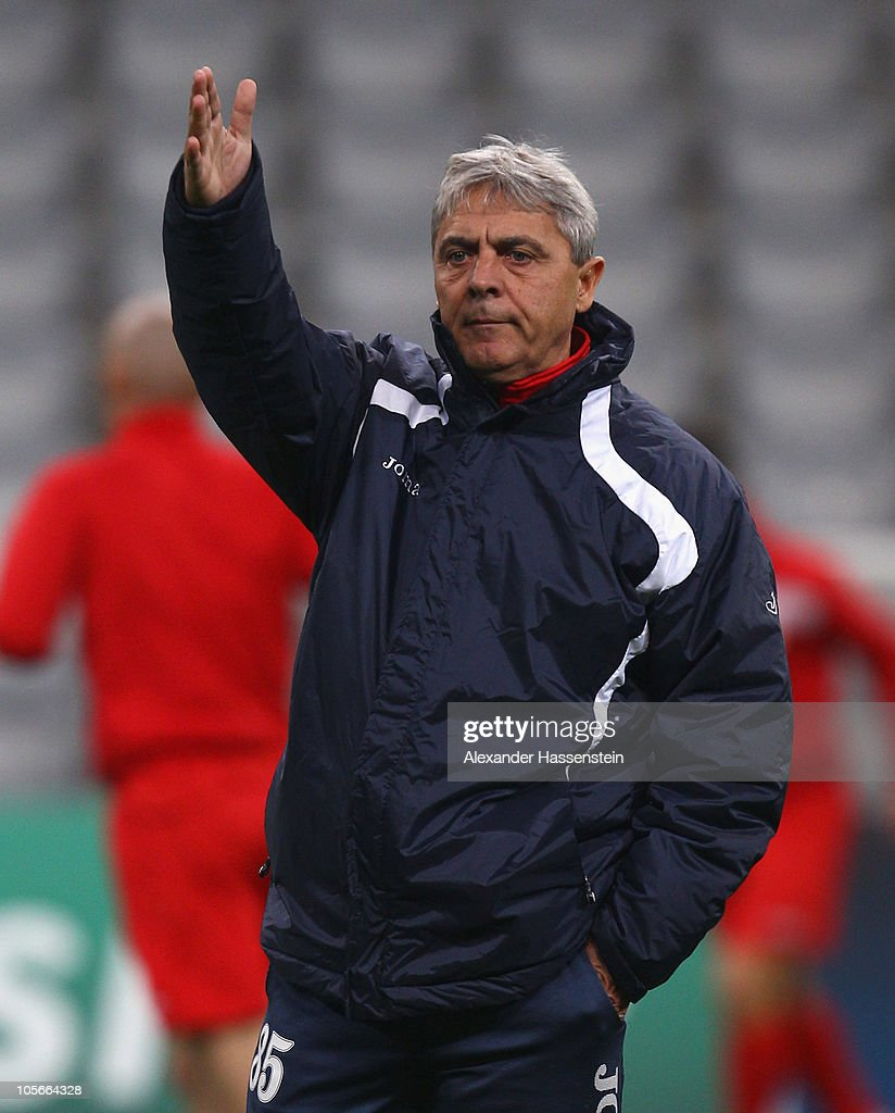 Cfr Cluj: Sorin Cartu, Head Coach Of CFR 1907 Cluj Gives