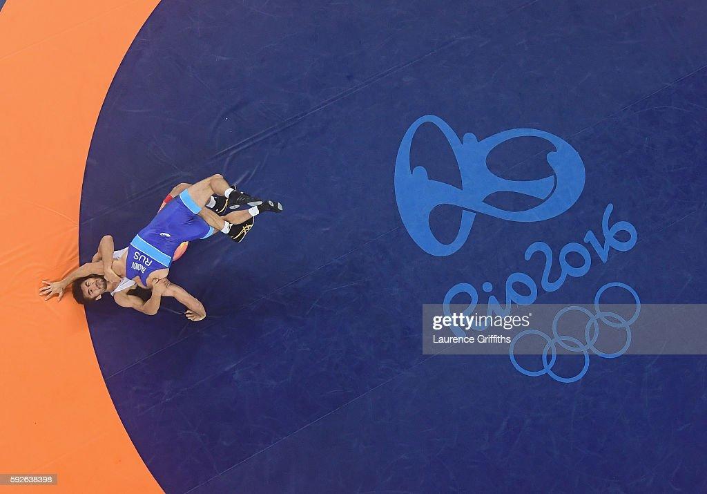 Soslan Romanov of Russia defeats Ikhtiyor Navruzov of Uzbekistan during the Mens Freestyle 65kg Wrestling at Carioca Arena 2 on August 21, 2016 in Rio de Janeiro, Brazil.