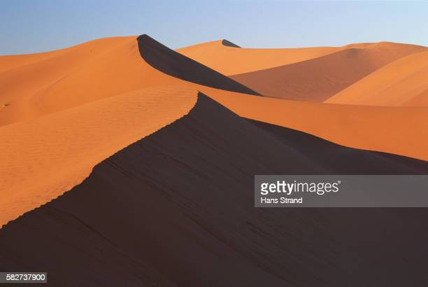sossusvlei sand dunes - sossusvlei stockfoto's en -beelden