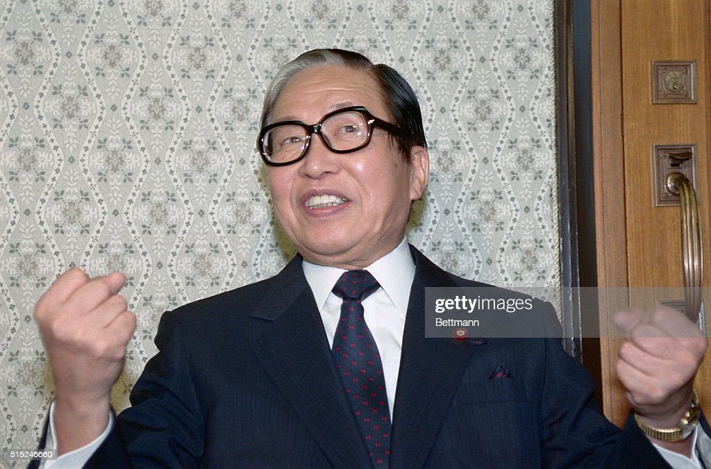Portrait of Japanese Prime Minister Uno Sosuke Gesturing : ニュース写真
