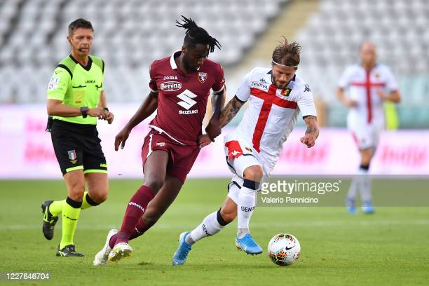 Soualiho Meite of Torino FC competes with Lasse Schone of Genoa CFC during the Serie A match between Torino FC and Genoa CFC at Stadio Olimpico di...