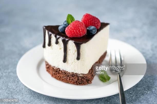 souffle cheesecake with chocolate glaze - torta di ricotta foto e immagini stock