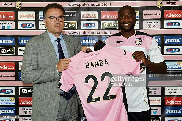 Souleymane Bamba poses with Andrea Cardinaletti CEO of Palermo during his presentation as new player of US Citta di Palermo at Tenente Carmelo...