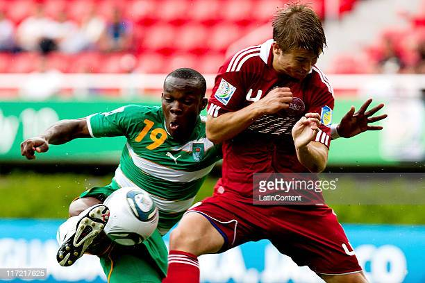 Souleymane Coulibaly of Ivory Coast struggles for the ball with Nicolai Johannessen of Denmark during the FIFA U17 World Cup Mexico 2011 Group F...