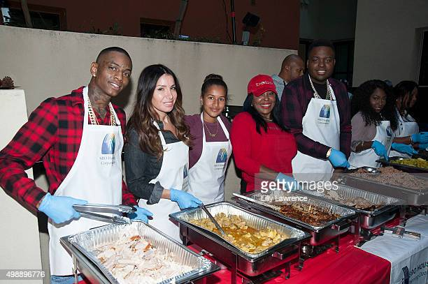 Soulja Boy Tammy Brook Darly Murray Janice Kingston Sean Kingston and Kanema Kingston serve Thanksgiving dinner on Skid Row at Thanksgiving with the...