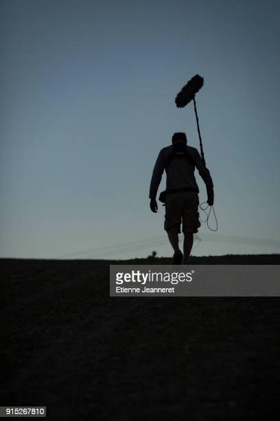 sound engineer, morocco. - girafe photos et images de collection