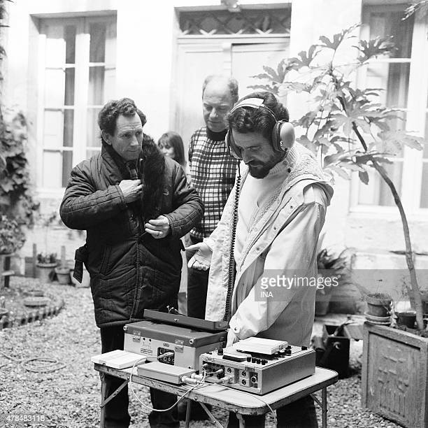 Sound recordist on the shooting of the television film ''Between all the women''