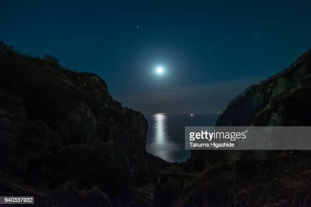 sounds of moonlit night - 暦月 ストックフォトと画像