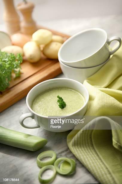 Sopa de imagens: Sopa de Batata e Alho-Porro