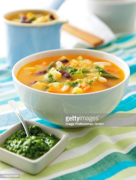 soupe au pistou (vegetable soup with basil pesto, france) - ピストー ストックフォトと画像
