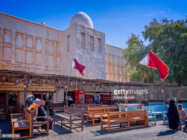 souq waqif, doha, qatar - shisha bar stock-fotos und bilder