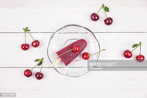 sour cherry ice lollies and cherries - サワーチェリー ストックフォトと画像