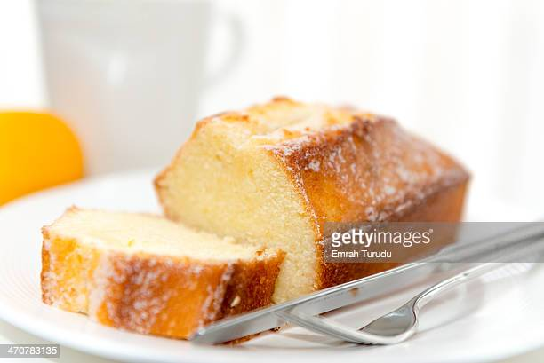 Sour cream lemon cake
