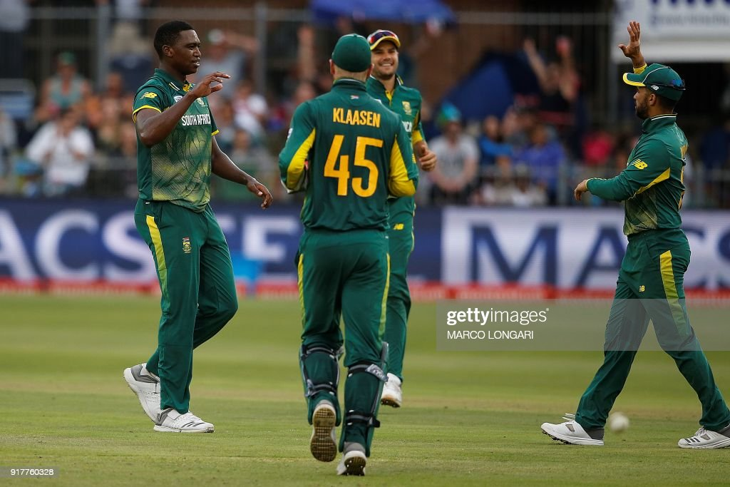 South Africa bowler Lungi Ngidi (L) is congratulated by teammates after dismissing India batsman Hardik Pandya (not pictured) during the fifth One Day International cricket match between South Africa and India at St. George Park in Port Elizabeth on February 13, 2018. /