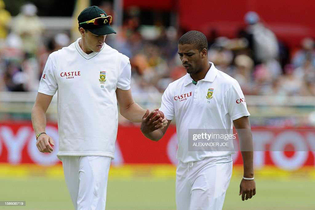 South Africa bowler Vernon Philander, (R) and teammate Morne Morkel exchange the ball during play on day 3 of the first Test match between South Africa and New Zealand, in Cape Town at Newlands on January 4, 2013.