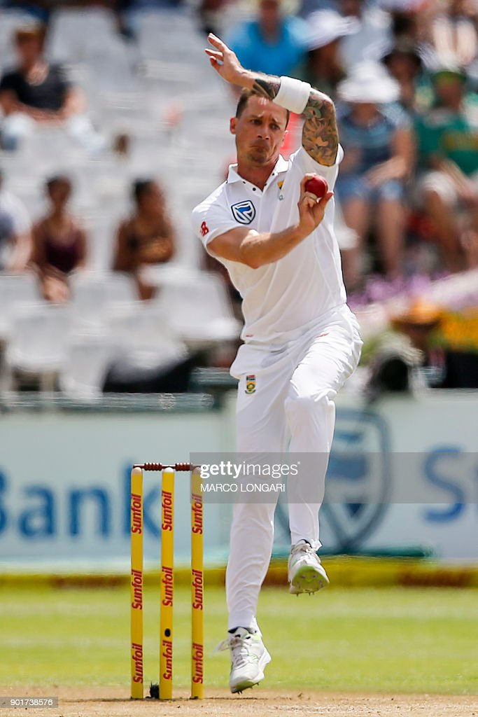 South Africa bowler's Dale Steyn delivers a ball to India batsman Rohit Sharma during the second day of the first Test cricket match between South Africa and India at Newlands in Cape Town on January 6, 2018. /