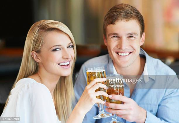 South Africa, Cape Town, Couple drinking beer